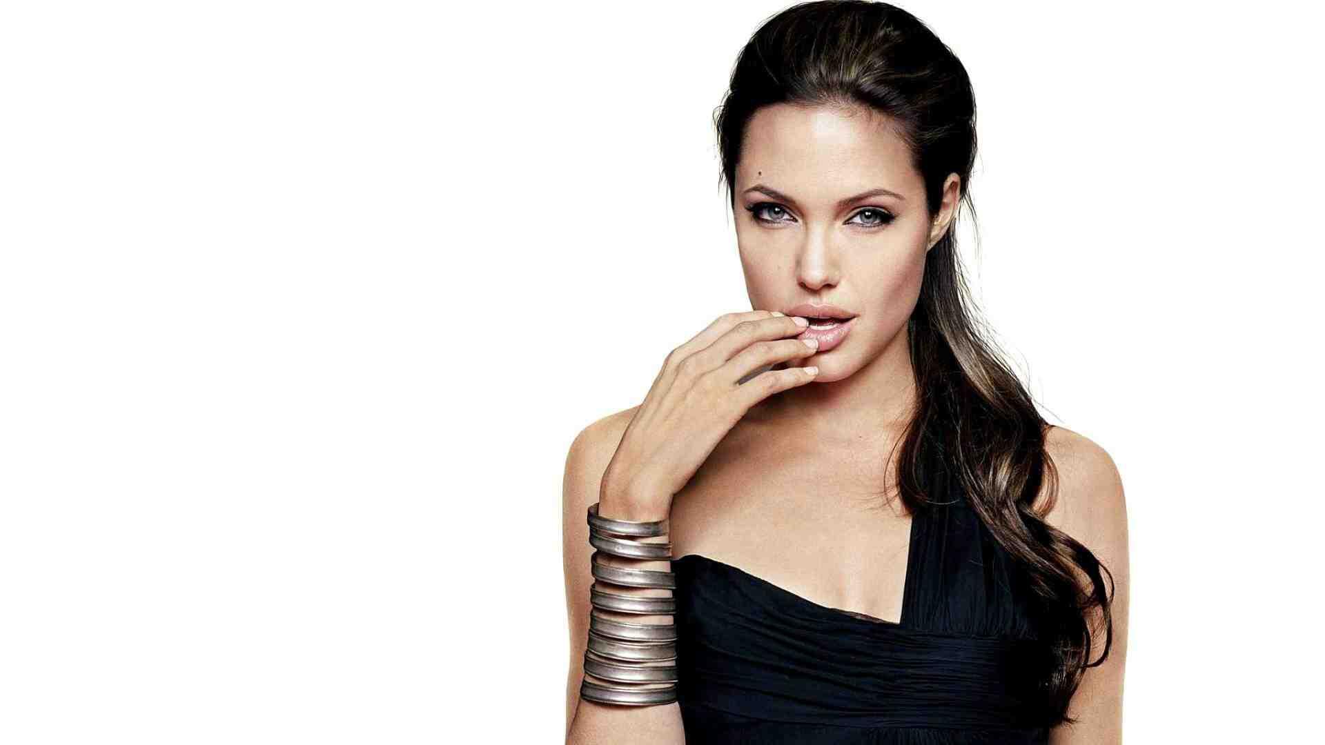 Angelina Jolie cinsel tercihlerini değiştirdi